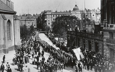 Lunds studenter demonstrerar i Stockholm för allmän rösträtt 1909. Dagens stora demokratifråga rör människors rörlighet, skriver Jimmy Sand.  Bild: Pressens Bild
