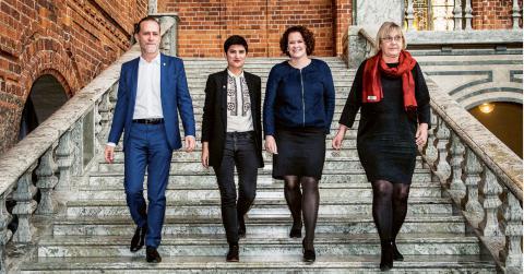 Nytt styre i Stockholm: Daniel Helldén (MP), Sissela Nordling Blanco (Fi), Karin Wanngård (S) och Ann-Margarethe Livh (V). Bild: Lars Pehrson/SvD/TT
