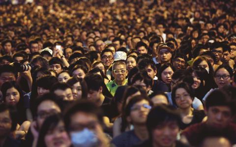 Protester. Hundratusentals människor demonstrerar i Hongkong.  Bild: Wong Maye-E/AP/TT