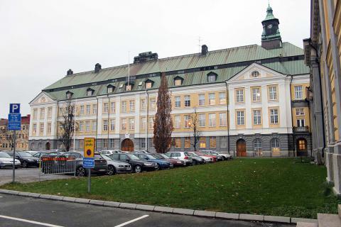 Den svenska skolan har sämst resultatutveckling av alla OECD-länder. 2006 ansågs Jönköping som en av landets bästa skolkommuner. Bilden visar Per Brahegymnasiet.  BILD: THOMAS JOKINIEMI