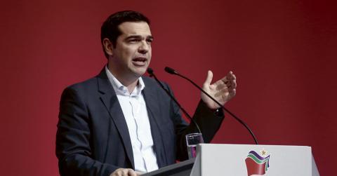 Partiledaren Alexis Tsipras och hans medarbetare har konsekvent framställts som okunniga politiker utan kontakt med vare sig den politiska eller ekonomiska verkligheten. Det mesta talar för att dessa beskyllningar är missvisande, skriver debattören. Bild: Petros Giannakouris/AP/TT