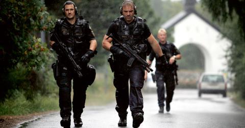 Ska öva tillsammans. Samarbetet mellan försvarsmakten och polisen är fortfarande på ett tidigt stadium, men kommer innebära att militärer och poliser övar tillsammans.  Bild: Niklas Larsson/TT