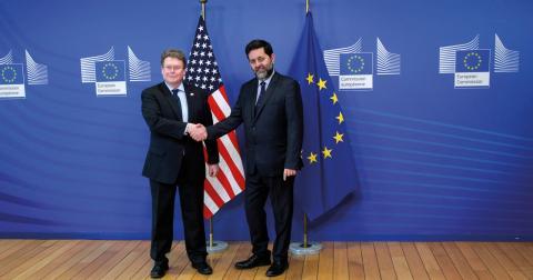 Dan Mullaney och Ignacio Garcia, chefsförhandlare för USA respektive EU, under framtagandet av handelsavtalet TTIP i Bryssel förra året. Bild: Yves Logghe/AP/TT
