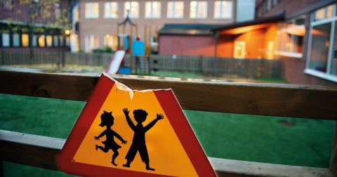 Även om Carina Örgård försöker påskina motsatsen, finns det inga meningsskiljaktigheter mellan oss i synen på det stora behov som finns hos barn och unga som flyr till Sverige, skriver Jonas Andersson.  Bild: Maja Suslin/TT