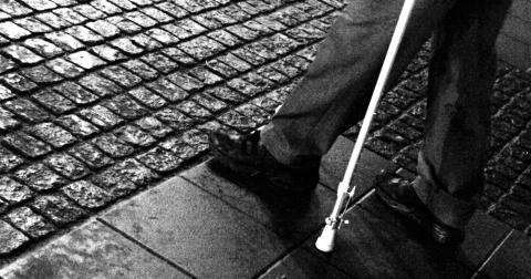 Det är inte värdigt att våra äldre ska vara kvar på sjukhusen i onödan när de är utskrivningsklara, skriver PRO, Örebro.  Bild: Hasse Holmberg/TT
