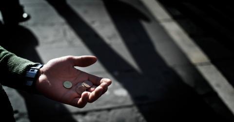"""De 4 000 fattiga tiggarna i Sverige är bara en liten """"störande""""(?) påminnelse om en mycket större global problematik! Bild: Alvaro Barrientos/AP/TT"""