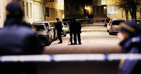 """Det som är riktigt dåligt för Göteborg och Göteborgs """"varumärke"""" är den iskalla elit som medvetet drivit fram detta hårda risksamhälle där en liten grupp lever i överflöd medan andra kämpar med urusla förutsättningar, skriver Maj Karlsson. Bild: Björn Larsson Rosvall/TT"""