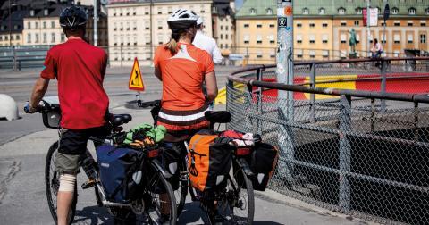 """""""Planera alltid resan väl, oavsett budgetklass. Ha med verktyg om cykeln skulle behöva repareras, och gärna en extra slang. Bra regnkläder är också alltid viktigt"""", säger Lars Strömgren, ordförande i Cykelfrämjandet. Bild: Christine Olsson/TT"""