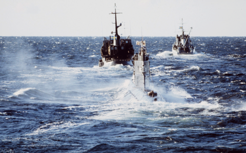 Ovan: 1981 gick sovjetiska ubåten U137 på grund utanför Karlskrona. Ubåtsfyndet som nu gjorts på svenska vatten tycks dock handla om en PR-kupp. Bild: Stefan Lindblom/TT