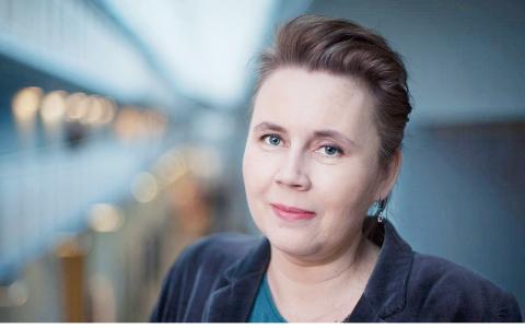 """""""Varje gång medierna har en boklista eller tipsruta så kan man se att kvinnor tipsar om kvinnliga författare, medan män kan strunta i det helt"""", säger Ulrika Milles, litteraturkritiker i SVT.  Bild: Don Titelman/SVT"""