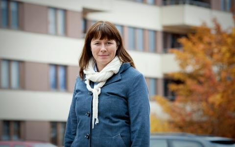 """.""""Det ger mig mer att läsa en utvecklingsroman om det handlar om ett kvinnligt öde, och de är oftast skrivna av kvinnliga författare och tvärtom för manliga öden"""", säger Åsa Romson. Bild: Fredrik Hjerling"""