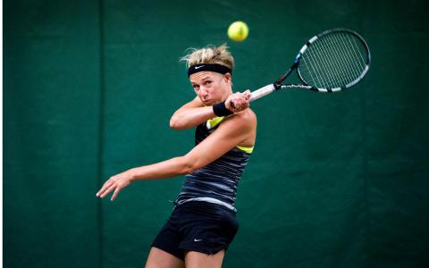Före detta friidrottaren Kajsa Bergqvist spelar tennis i SALK-hallen under Eurogames, världens största hbtq-idrottstävling som i år går i Stockholm. Bild: Marcus Ericsson/TT