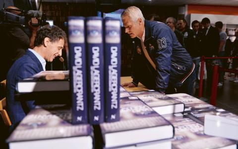 """Vid midnatt natten till torsdagen släpptes David Lagercrantz fristående """"Millennium""""-bok """"Det som inte dödar oss"""", efter en minst sagt omdiskuterad lanseringskampanj.  Bild: Henrik Montgomery/TT"""