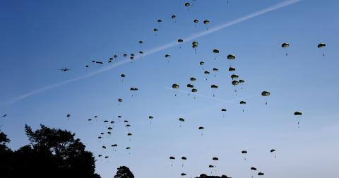 Bild från Nato-övning i Tyskland 26 augusti i år.  Bild: Matthias Schrader/AP/TT