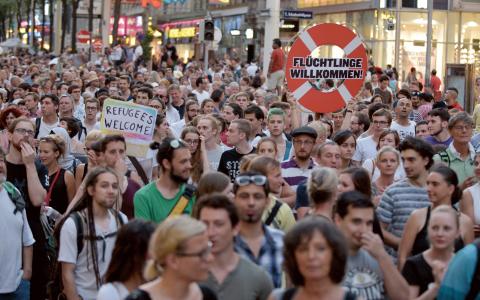 20 000 personer gick ut på Wiens gator i måndags. Bild: Hans Punz/AP
