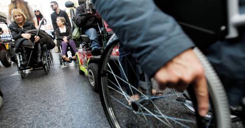 För Göteborgs del har vi inte en stad för alla, om inte alla fysiskt kommer med i rummet, på vagnen eller i vallokalen. Bild: Petros Giannakouris/AP/TT