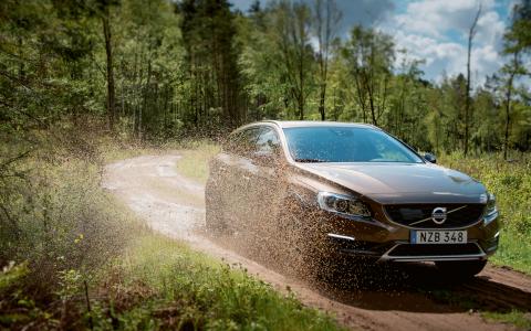 """Volvo har fällts av både Reklamombudsmannen och Konsumentverket för reklam med budskapet """"Tänk lite mer på miljön. Köp ny bil i helgen"""" och """"Nu finns miljömotor till alla våra modeller"""". Bild: Volvo"""