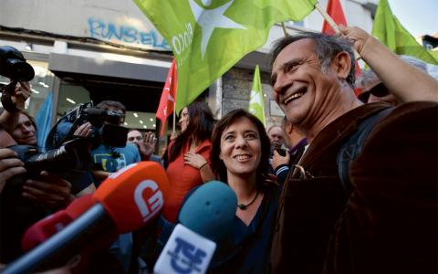 Bloco de Esquerdas ledare Catarina Martins tillsammans med partikamrater efter valet. Bild: Paulete Matos