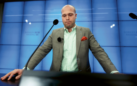 November 2012 – Erik Almqvist avgår efter järnrörsskandalen. Bild: Fredrik Persson/TT