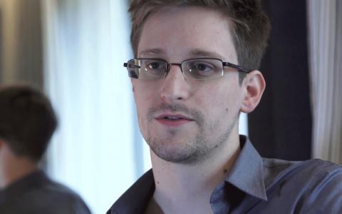 Edward Snowden. Bild: Glenn Greenwald, Laura Poitras/AP