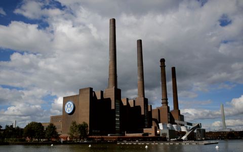 Volkswagens fabrik i Wolfsburg. Bild: Markus Schreiber/AP