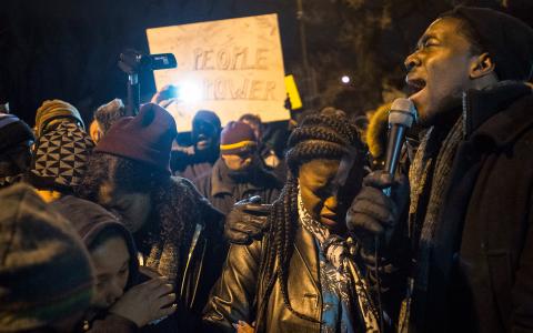 Demonstranter i Minneapolis. Bild: Aaaron Lavinsky/AP