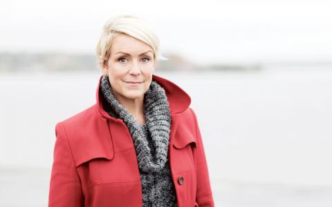 """S. Komikern Karin Adelsköld drömmer om en framtid där arbetsgivare har en handlingsplan för PMS bland sina anställda. Bild: <a href=""""http://jessicalund.se/"""" target=""""_blank"""">Jessica Lund</a>"""