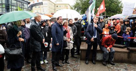 Statsminister Stefan Löfven (S) på Medborgarplatsen i Stockholm under en manifestation till stöd för flyktingar under parollen 'Refugees Welcome' på Medborgarplatsen i Stockholm. Bild: Maja Suslin / TT