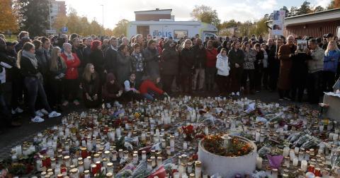 """""""Efter terrorattacken i Trollhättan har upprepade fall skett där skolor har fått in externa hot om potentiella terrorattacker på skolorna"""", skriver Nadja Awad. Bild: Adam Ihse/TT"""
