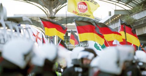 Högerextrem demonstration i Köln efter nyårsnatten.  Bild: TT