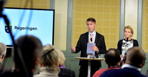 Samordnaren Martin Valfridsson och minister Åsa Regnér. Bild: Erik Nylander/TT