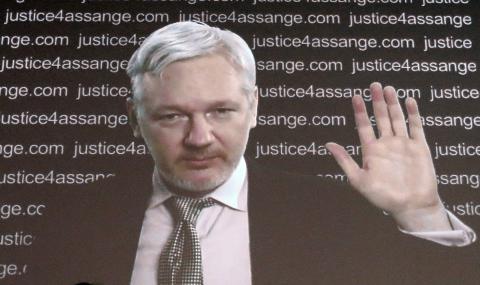 Julian Assange deltog vid en presskonferens via videolänk. Frank Augustein / AP