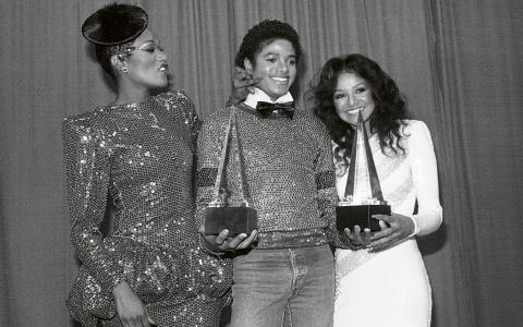 Bonnie Pointer, Michael Jackson och hans syster La Toya Jackson under American Music Awards 1981.  Michael Jackson vann två priser för albumet  Off the Wall. Bild: AP