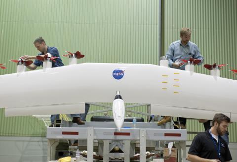 Nasa arbetar med att utveckla ett eldrivet flygplan. Foto: NASA Photo / Tom Tschida