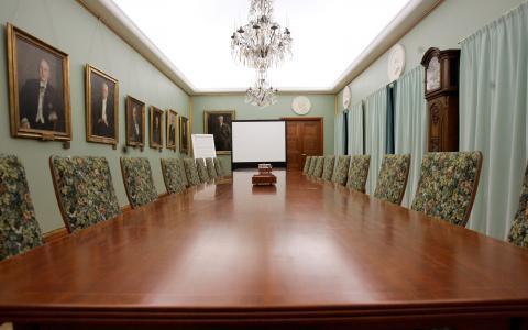 Fler kvinnor i styrelserummen ger framgångsrikare företag visar en ny studie. Bild: Maja Suslin / TT