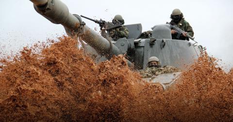 """""""Det räcker nu med Natos övningar i världen"""", skriver Yvonne Claesson. Bild: Rui HeLeno/NATO/CC BY-SA 2.0"""