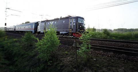 Låt tågen gå! SJ bör ges i uppgift att driva persontrafik över hela landet utan krav på vinst, menar Seko Mellannorrland. Bild: SJ