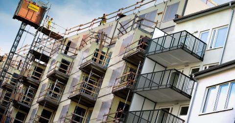 """""""Det handlar inte bara om att bygga mycket mer. Det handlar också om hur det ska byggas och för vem"""", skriver Anna Lönn Lundbäck i sitt debattinlägg angående ETC Göteborgs granskning av stadsplaneringen i Gamlestaden i förra numret. Bild: Claudio Bresciani/TT"""