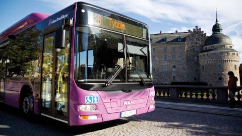 """""""Att kunna arbeta med bibehållet människovärde och god anställningstrygghet är en grundförutsättning för att busspersonalen skall kunna ge god service till allmänheten."""" Bild: Örebro kommun/Flickr"""