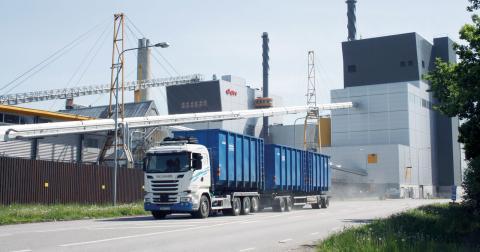 Hälften av det avfall som förbränns i Händelöverket är importerat. Eon har två stora avfallspannor – den nyaste är från 2010.  Bild: Anna Mi Skoog