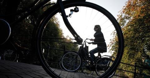 """""""Cykeln måste lyftas fram som det viktiga transportmedel det är"""", skriver Janan Zapata.  Bild: Peter Dejong/AP/TT"""