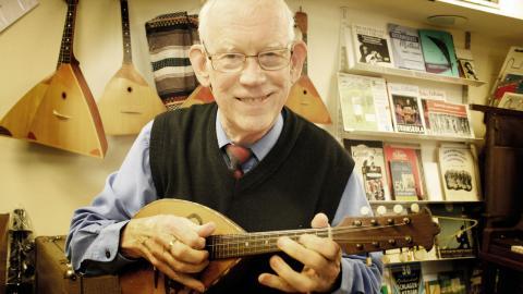 Mandolin tillhör de instrument som Hans Anderson både tagit och gett lektioner i. Annars är han självlärd på de flesta instrument.
