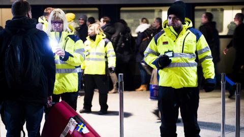 ID-kontroller vid tågstationen på Kastrups flygplats i Köpenhamn. Bild: Emil Langvad/TT