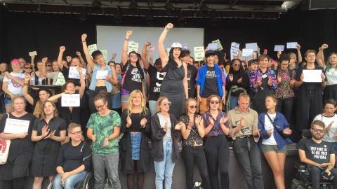 På torsdagen upplät en arrangör sin seminarietid på Kulturhusets tak till en manifestation mot händelserna dagen innan. Omkring 100 personer deltog.