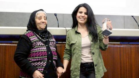 Zehra Doğanhar bland annat har vunnitMetin Goktepe Journalism Awardsom hon mottog förra året av Fadime Göktepe (mor till Metin Göktepe, som dödades av polisen).