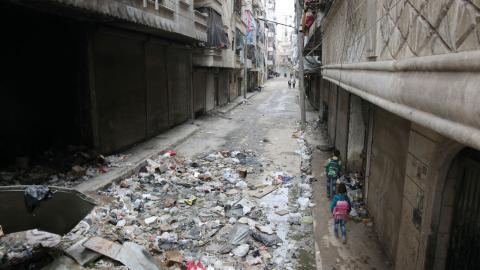 Veckans debattörer uppmanar det internationella samfundet, FN:s generalsekreterare och FN:s säkerhetsråd att agera för att skydda det civila samhället i Syrien,  Bild: Alexander Kots/AP/TT