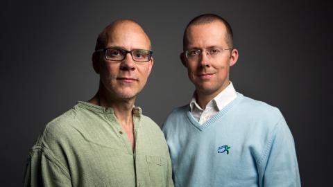 Pelle Strindlund och Henrik Wig är författare till boken Djurens Förintelse. Bild: Martin Stenmark