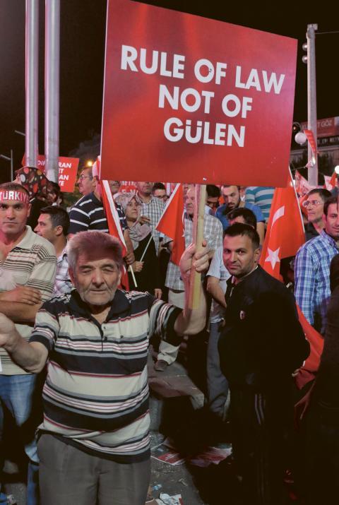 Regeringen pekar ut den USA-baserade predikanten Fethullah Gülen, tidigare en av Erdogans egna allierade, som skyldig till kuppförsöket.  Bild: Joakim Medin