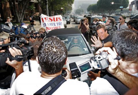 Hösten 2007. Överallt förföljs Britney Spears av media. Självklart också när hon anländer till domstolen i Los Angeles. Vem som ska få vårdnaden över hennes och Kevin Federlines barn ska avgöras. Bild: Kevork Djansezian/AP