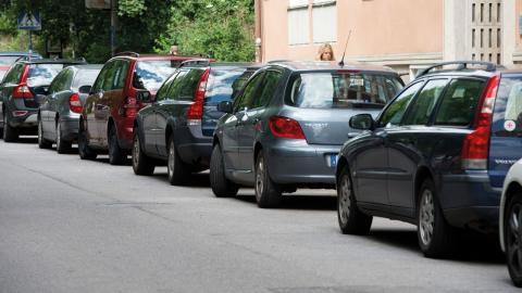 De kompakta städerna med bra offentliga kommunikationsmedel ges möjligheten att använda skatten för att styra invånarnas beteende mot dem och de hållbara trafikslagen gång och cykel.  Bild: Bertil Enevåg Ericson/TT